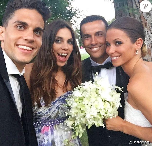 Marc Bartra aux côtés de sa compagne Melissa, de son coéquipier Pedro et de sa femme, au mariage de ce dernier à Cabrera de Mar (Barcelone) le 20 juin 2015.