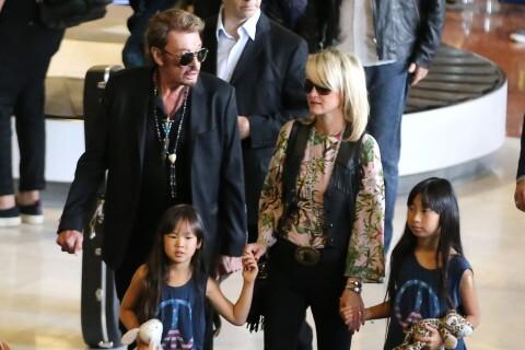 Johnny et Laeticia Hallyday avec leurs filles : Retour en douceur à Paris...