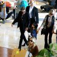 """""""Johnny Hallyday, Laeticia, Jade, Joy et Elyette Boudou, la grand-mère de Laeticia, arrivent à l'aéroport Paris Charles de Gaulle le 26 juin 2015."""""""