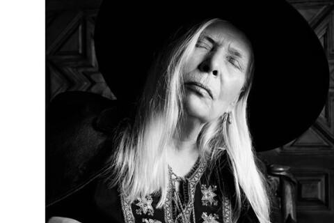 Joni Mitchell : L'icône du folk a perdu sa voix...