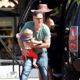 Exclusif - David Arquette, sa femme Christina McLarty et leur fils Charlie se promènent à Malibu le 20 juin 2015