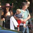 Exclusif - David Arquette, sa femme Christina McLarty et leur petit garçon Charlie se promènent à Malibu le 20 juin 2015