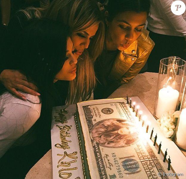 Kylie Jenner, Khloé et Kourtney Kardashian fêtent l'anniversaire de Khloé Kardashian (31 ans) au Pinz Bowling Center. Los Angeles, le 27 juin 2015.