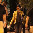 Kourtney Kardashian et son fils Mason quittent le Pinz Bowling Center à Studio City. Los Angeles, le 27 juin 2015.