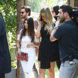 Kourtney Kardashian, son compagnon Scott Disick et ses soeurs Kendall Jenner et Khloe Kardashian à Calabasas, le 23 juin 2015.