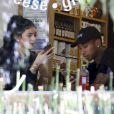 Kylie Jenner et Tyga déjeunent dans un restaurant à Calabasas, le 29 juin 2015.