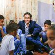 Le prince Hussein se rend dans un orphelinat à Zarqa, au nord-est d'Amman, le 28 juin 2015 en Jordanie.