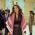 La reine Rania rend visite à une école en novembre 2014