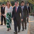 Rania de Jordanie avec le roi Abdullah II et le prince Hussein en mai 2014 lors de la venue du pape François. Instagram.