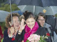 REPORTAGE PHOTOS : La princesse Victoria de Suède n'aime vraiment pas la pluie !