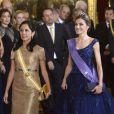 La reine Letizia et le roi Felipe VI d'Espagne étaient le 7 juillet 2015 les hôtes d'un dîner de gala au palais de la Zarzuela, à Madrid, en l'honneur de la visite d'Etat du président du Pérou Ollanta Humala et de sa femme Nadine Heredia Alarcon.