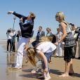 Le roi Willem-Alexander et la reine Maxima des Pays-Bas, leurs filles la princesse héritière Catharina-Amalia (11 ans), la princesse Alexia (10 ans) et la princesse Ariane (8 ans), ainsi que leurs labradors Skipper et Nala, avaient donné rendez-vous aux médias le 10 juillet 2015 sur la plage de la réserve naturelle Meijendel, à Wassenaar, pour la traditionnelle séance photo des vacances d'été. Ambiance détente et fun au menu !