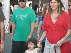 REPORTAGE PHOTOS : Adam Sandler en balade avec les deux femmes de sa vie !