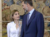 Letizia et Felipe VI d'Espagne : Amoureux stylés devant des étudiants vernis