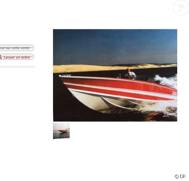 Un offshore de collection ayant appartenu à Johnny Hallyday sera vendu aux enchères samedi 27 juillet 2015 près d'Arcachon.