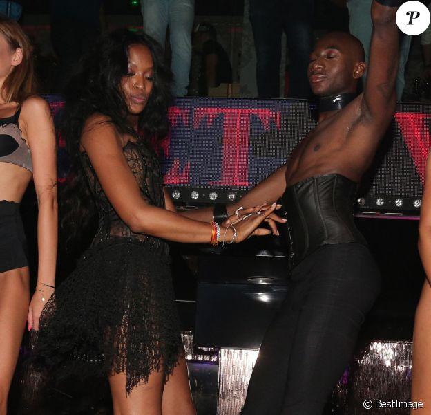 Exclusif - Naomi Campbell s'éclate à la soirée du 1OAK au VIP Room à Saint-Tropez. Le 23 juillet 2015.