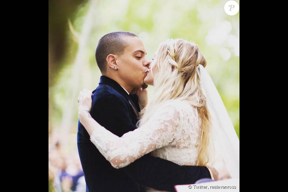 Evan Ross a dévoilé des photos de son mariage avec Ashlee Simpson qui s'est déroulé le 30 août 2014 à Greenwich dans le Connecticut. Juillet 2015