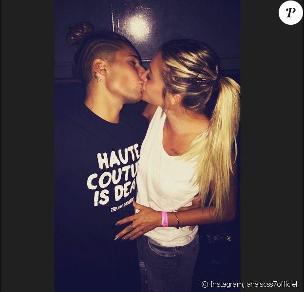 Anaïs Camizuli et Eddy s'embrassent une nouvelle fois sur la bouche. Juillet 2015.