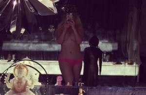 Christina Aguilera sexy et topless : La popstar dévoile ses courbes séduisantes