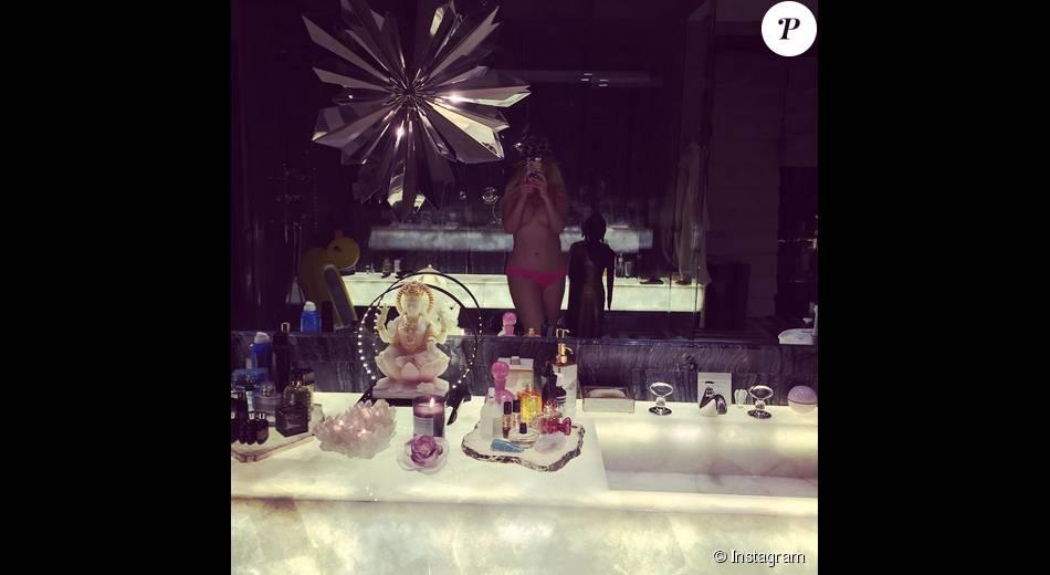 Christina Aguilera sexy en sous-vêtements / août 2015