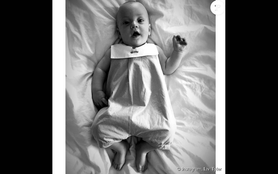 Liv Tyler présente son petit garçon Sailor, six mois au compteur (photo postée le 18 août 2015).