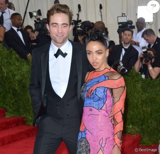 Robert Pattinson, FKA Twigs - Soirée Costume Institute Gala 2015 (Met Ball) au Metropolitan Museum, célébrant l'ouverture de Chine: à travers le miroir à New York. Le 4 mai 2015.