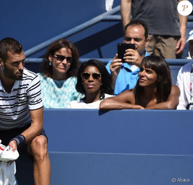 Shy'm dans le box de Benoît Paire lors du huitième de finale de celui-ci à l'US Open, à l'USTA Billie Jean King National Tennis Center de Flushing dans le Queens à New York, le 6 septembre 2015