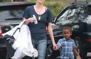 Charlize Theron, maman protectrice avec ses deux enfants en sortie shopping