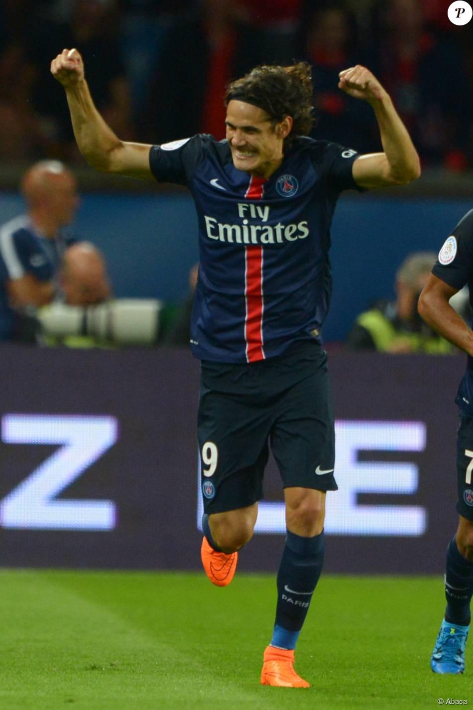 Edinson Cavani lors de la rencontre entre le Paris Saint-Germain et les Girondins de Bordeaux au Parc des Princes à Paris, le 11 septembre 2015