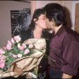 Gérard Lanvin et sa femme Jennifer après la générale de la pièce de théâtre Pièces détachées en 1989