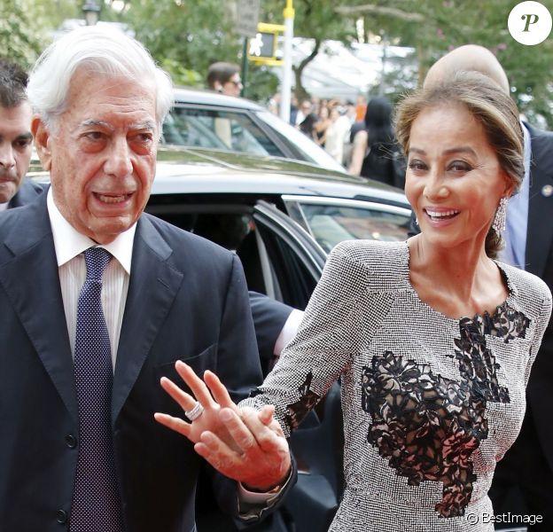 Mario Vargas Llosa et Isabel Preysler officialisent leur histoire d'amour lors de la soirée d'ouverture de la boutique Porcelanosa sur la 5ème Avenue à New York, le 9 septembre 2015.