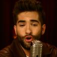 """Le chanteur Kendji Girac dans le clip de """"Me quemo"""", septembre 2015."""