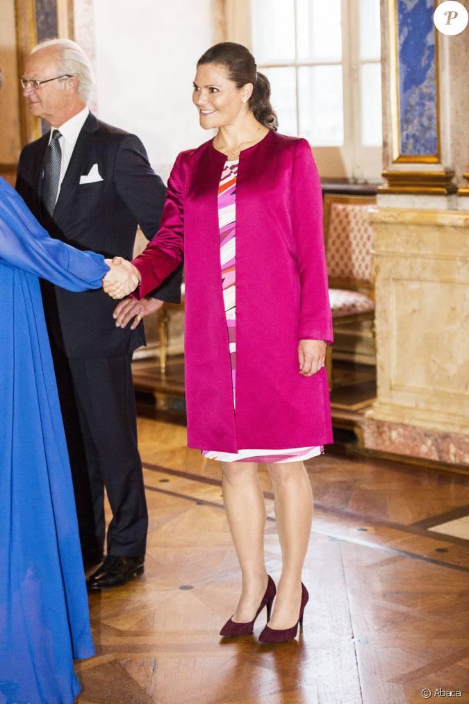 la princesse victoria de su de enceinte et en robe emilio pucci au palais royal stockholm le. Black Bedroom Furniture Sets. Home Design Ideas