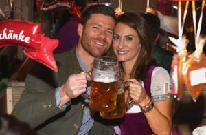 Xabi Alonso et Philipp Lahm : Les stars du Bayern s'éclatent pour fêter la bière