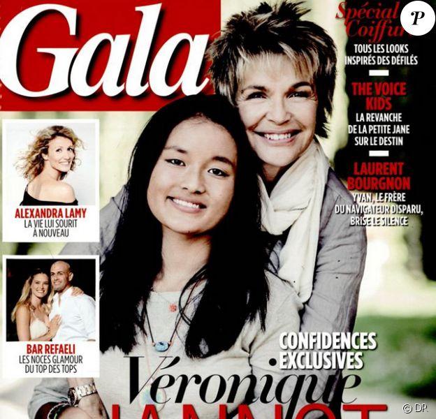 Véronique Jannot prend la pose avec Migmar en couverture de Gala