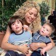 """Shakira avec ses enfants Milan et Sasha sur un tournage pour """"Love Rocks"""" - octobre 2015"""