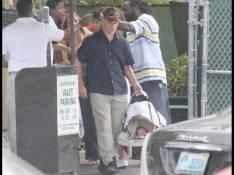 PHOTOS EXCLUSIVES : Matt Damon, un père de famille amoureux qui sait alterner effort... et réconfort!
