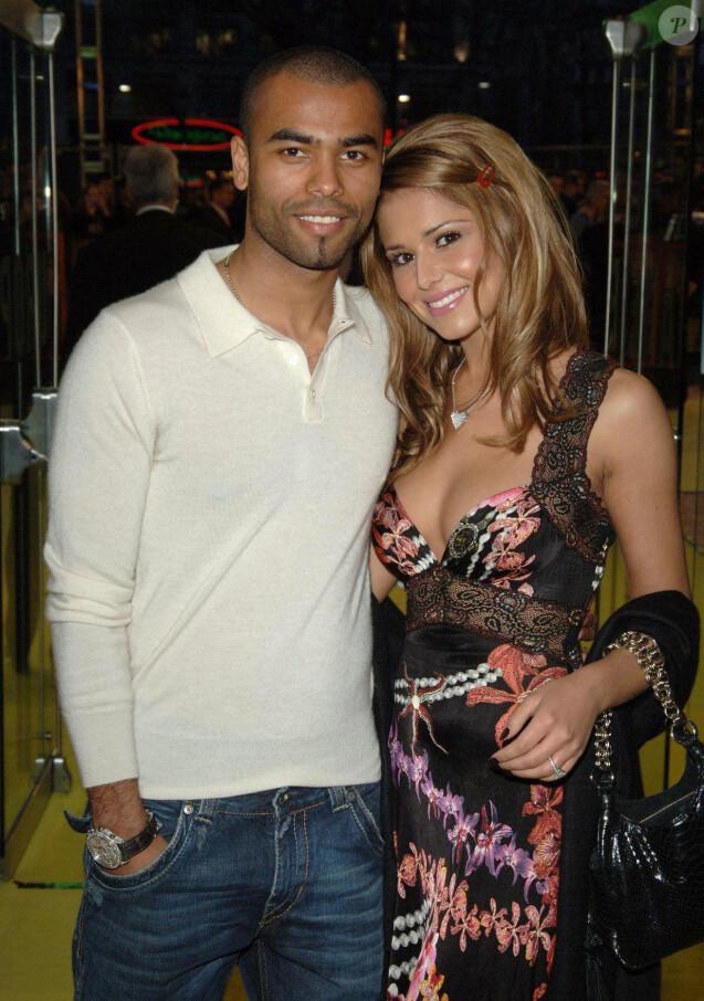 Ashley Cole et sa fiancée Cheryl Tweedy à la première du film 'Alien Autopsy' à Londres, le 3 avril 2006