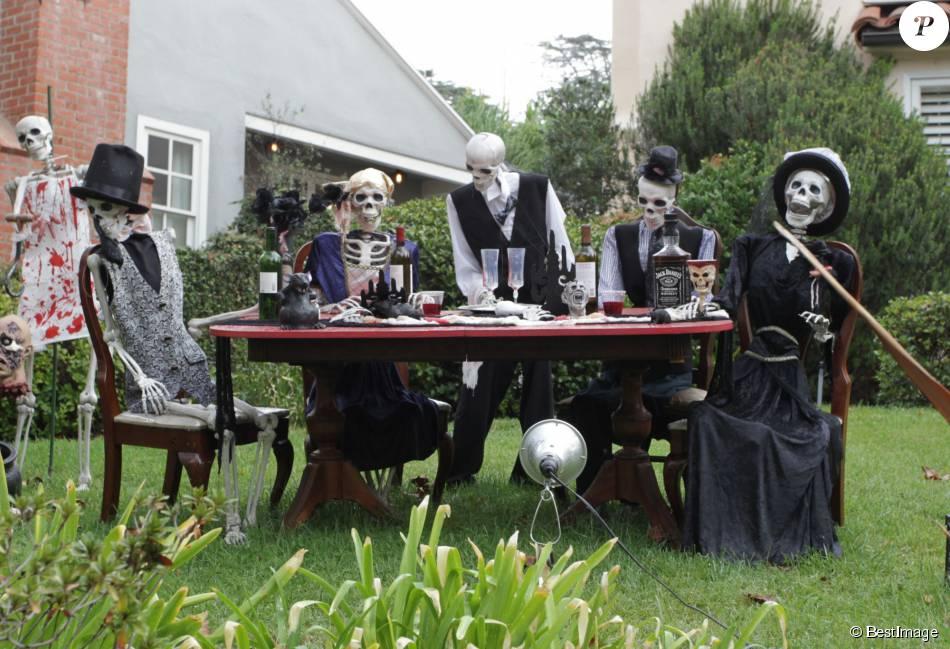 Halloween les stars mettent le paquet dans leurs villas - Maison decoree halloween ...