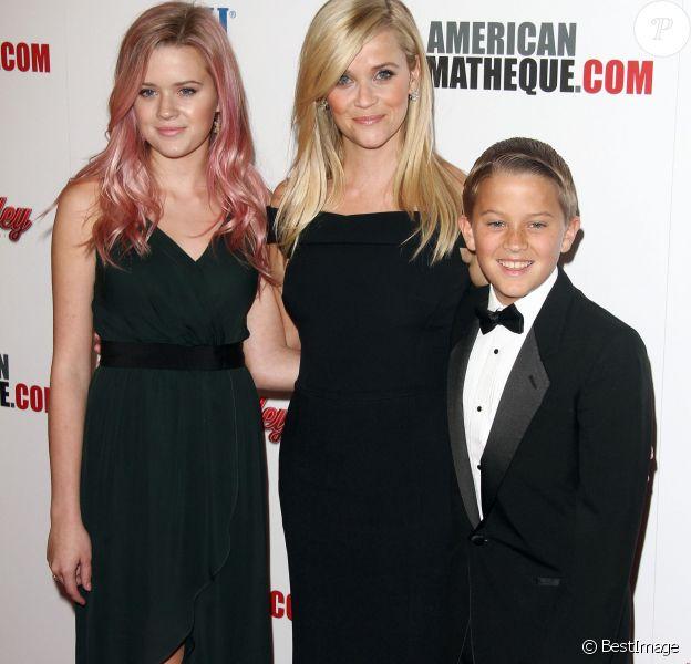 Reese Witherspoon avec ses enfants Ava Phillippe et Deacon Phillippe à la soirée American Cinematheque Award en l'honneur de Reese Witherspoon à l'hôtel The Hyatt Regency à Century City, le 30 novembre 2015.
