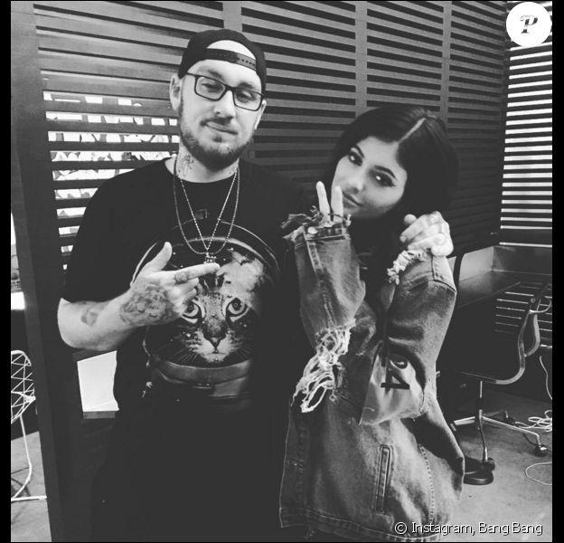 """L'artiste tatoueur Keith McCurdy et sa """"nouvelle victime"""", Kylie Jenner. Photo publiée le 9 novembre 2015."""