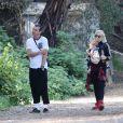 La chanteuse Gwen Stefani et son mari Gavin Rossdale profite d'une balade matinale avec ses fils Zuma et Apollo à Beverly hills, Los Angeles, le 10 avril 2015