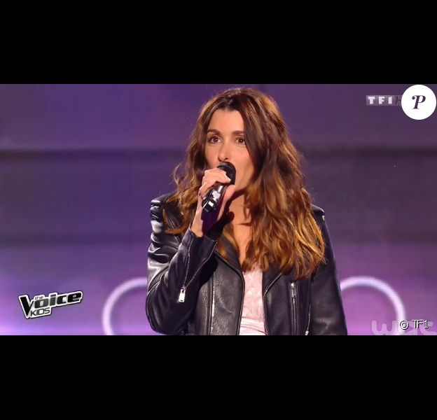 La chanteuse Jenifer, sublime en total look Saint Laurent Paris pour L'Espionne - The Voice Kids saison 2, la finale. Vendredi 23 octobre, sur TF1.