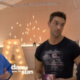 """Sophie Vouzelaud et Maxime Dereymez dans """"Danse avec les stars 6"""", sur TF1, le 21 novembre 2015."""