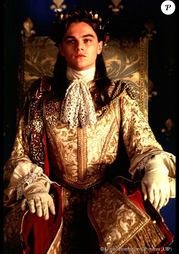 """Leonardo DiCaprio dans le rôle de Louis XIV dans """"Lhomme au masque de fer"""", en 1998."""