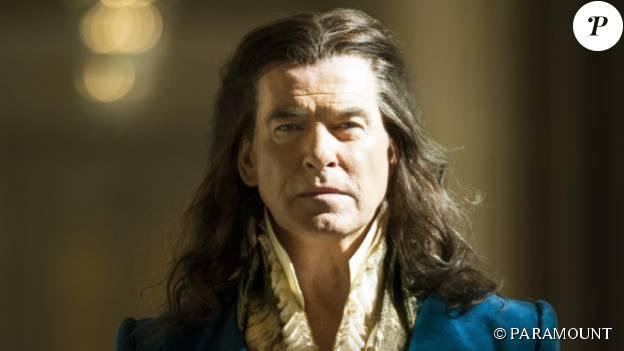 """Pierce Brosnan est Louis XIV dans """"The Moon and The Sun"""" attendu prochainement sur les écrans."""