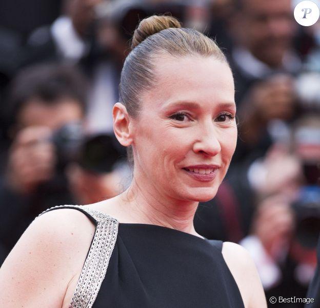 """Emmanuelle Bercot - Montée des marches du film """"La Glace et le Ciel"""" pour la cérémonie de clôture du 68e Festival du film de Cannes, le 24 mai 2015."""