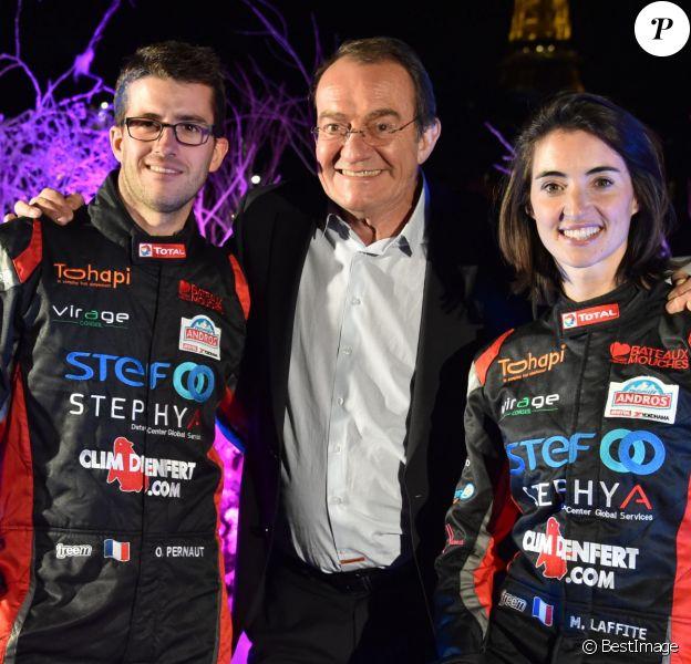 Jean-Pierre Pernaut et son fils Olivier Pernaut au côté de Margot Laffite lors de la présentation de la nouvelle voiture du prochain Trophée Andros de l'équipe à Paris le 26 novembre 2015, sur un bateau-mouche © Lionel Urman