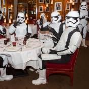 """""""Star Wars"""" : Stormtroopers chic, polémiques et parodies"""