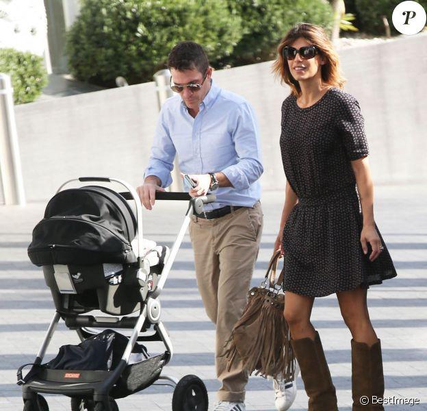Elisabetta Canalis, son mari Brian Perri et leur fille Skyler à l'hôtel Andaz de West Hollywood, le 5 décembre 2015